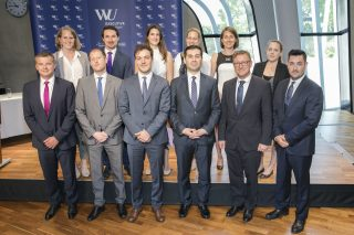 Auf diesem Foto sehen Sie die FMA Absolventen des 7. ULG Finanzmartkaufsicht und Vorstand Mag. Helmut Ettl.